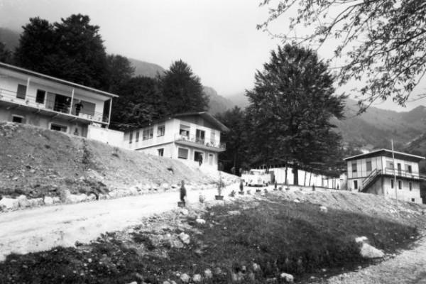 1967, estate - costruzione villaggio a Bosco  A