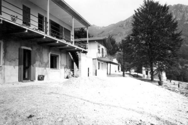 1967, estate - costruzione villaggio a Bosco D